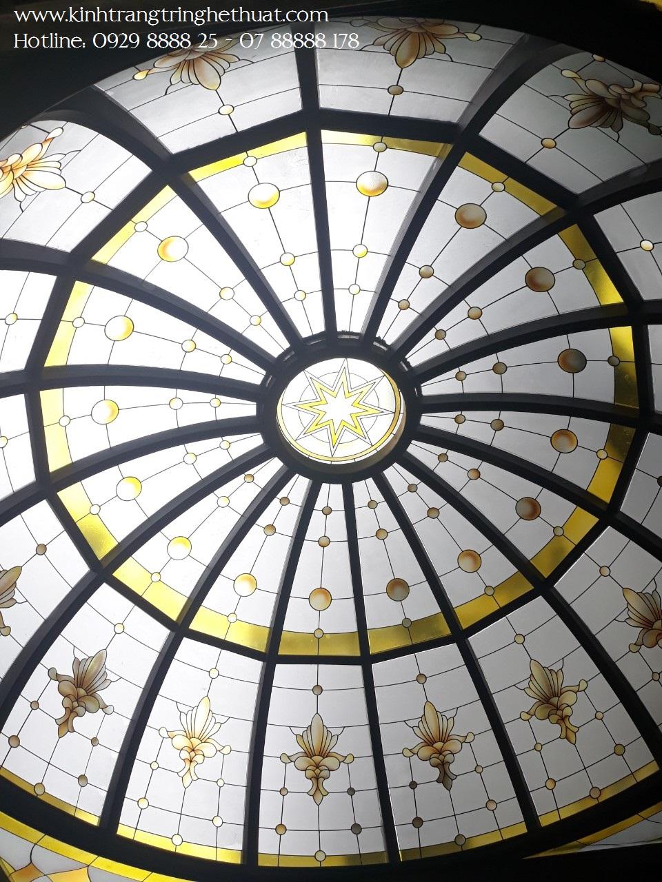 Trần kính cong hoa văn nghệ thuật